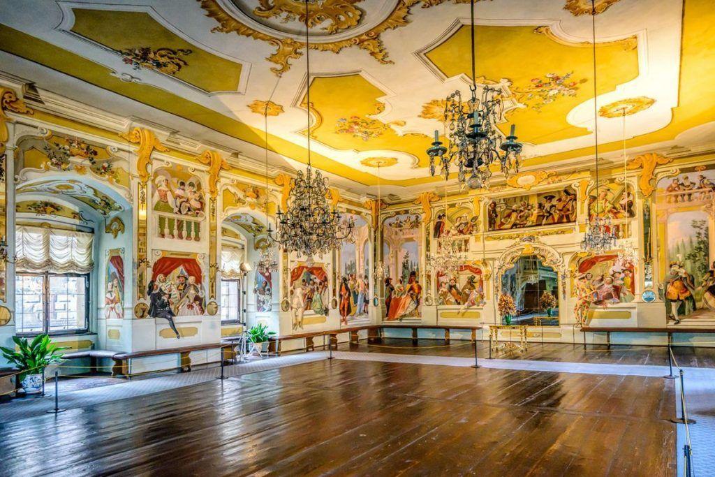 CZ15247-Edit-Cesky-Krumlov-Castle-The-Masquerade-Hall-+