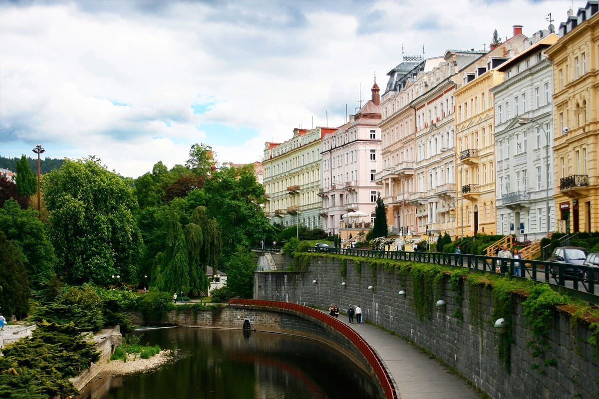 View-on-river-in-Karlovy-Vary+
