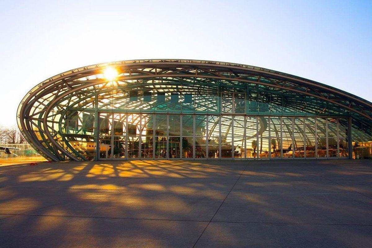 hangar-7-im-sonnenschein_13108+