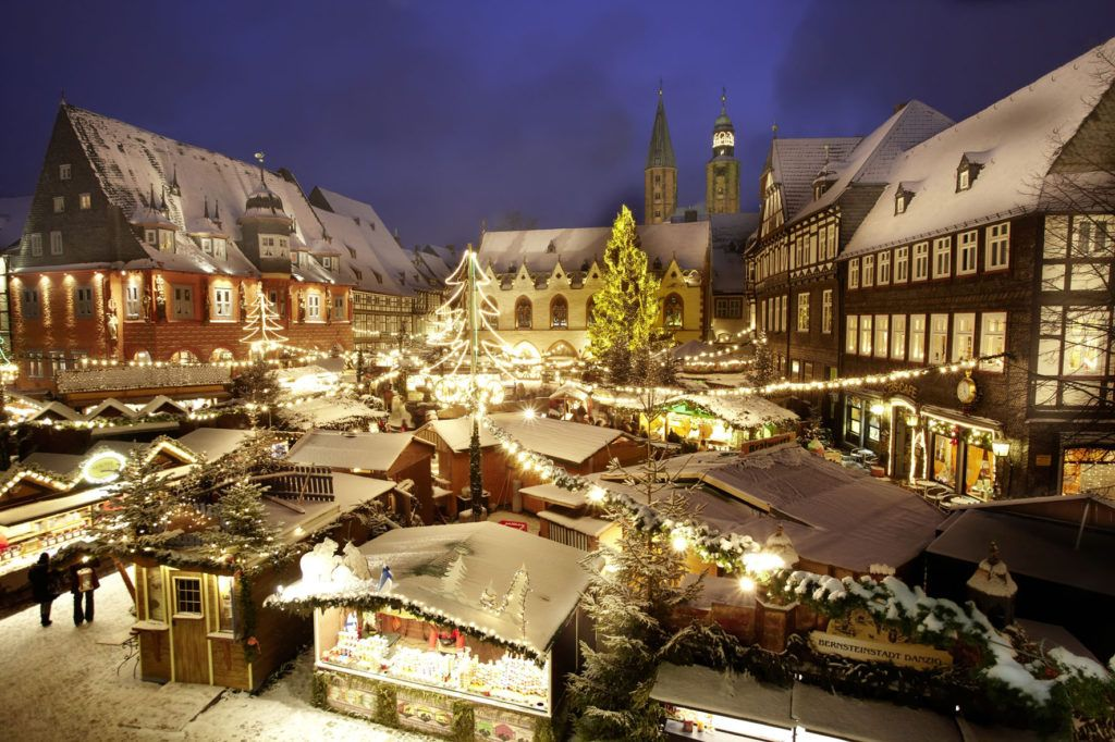 Europe, Germany, Lower Saxony, Goslar. Christmas market in the medieval town center.